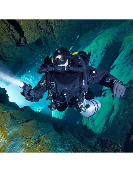 Fourth Element Heavy Duty Dry Gloves underwater